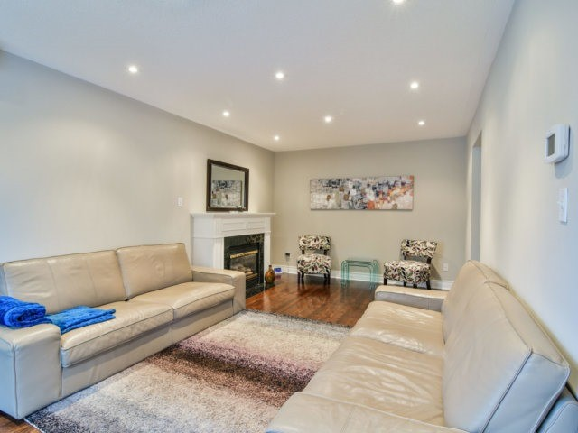 Detached at 5587 Brenchley Ave, Mississauga, Ontario. Image 16