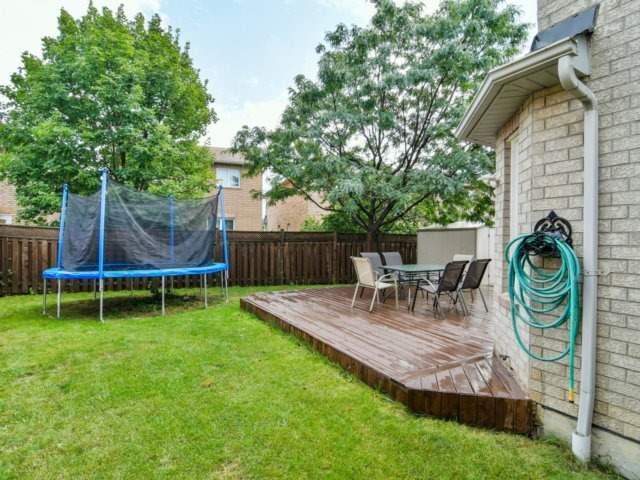 Detached at 5587 Brenchley Ave, Mississauga, Ontario. Image 9