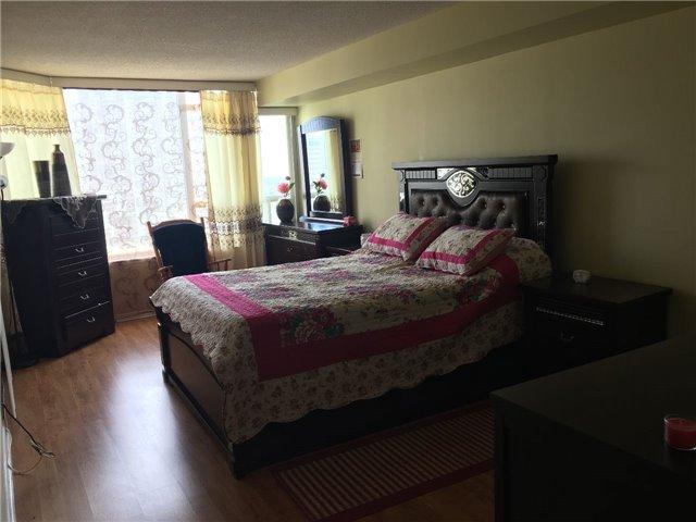 Condo Apartment at 350 Rathburn Rd, Unit 1702, Mississauga, Ontario. Image 12