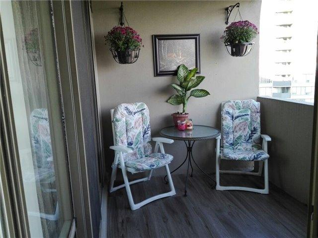 Condo Apartment at 350 Rathburn Rd, Unit 1702, Mississauga, Ontario. Image 5