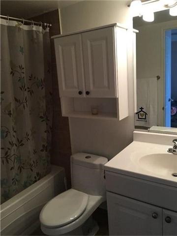Condo Apartment at 350 Rathburn Rd, Unit 1702, Mississauga, Ontario. Image 6