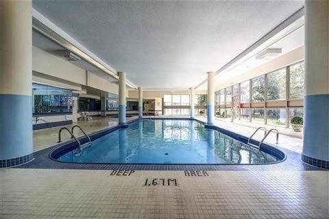 Condo Apartment at 350 Rathburn Rd, Unit 1702, Mississauga, Ontario. Image 7