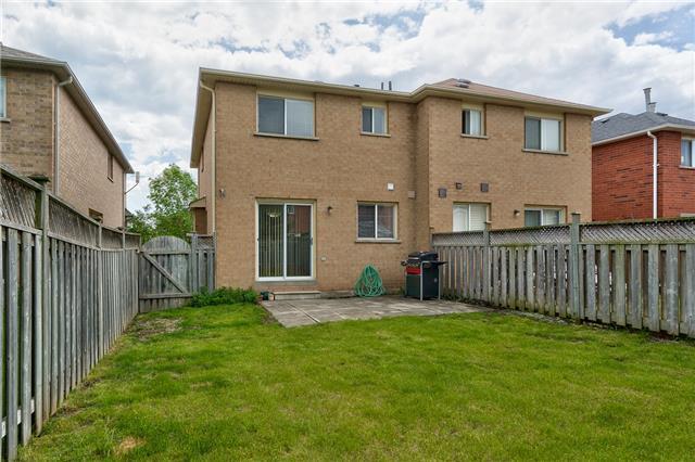 Semi-detached at 2153 Shady Glen Rd, Oakville, Ontario. Image 10