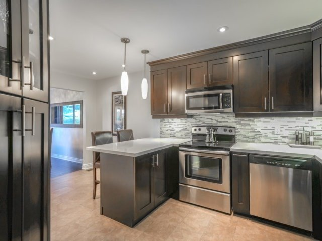 Condo Townhouse at 4165 Fieldgate Dr, Unit 56, Mississauga, Ontario. Image 3