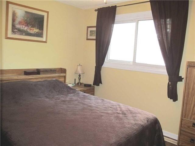 Townhouse at 2603 Inlake Crt, Mississauga, Ontario. Image 4