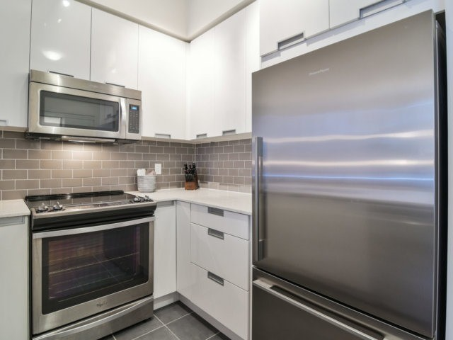Condo Apartment at 55 Eglinton Ave, Unit 303, Mississauga, Ontario. Image 18