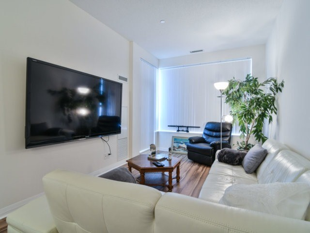 Condo Apartment at 55 Eglinton Ave, Unit 303, Mississauga, Ontario. Image 4
