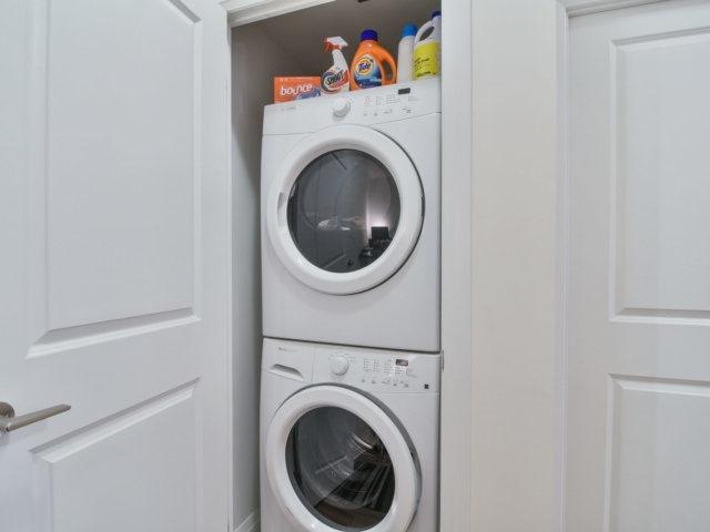 Condo Apartment at 55 Eglinton Ave, Unit 303, Mississauga, Ontario. Image 10