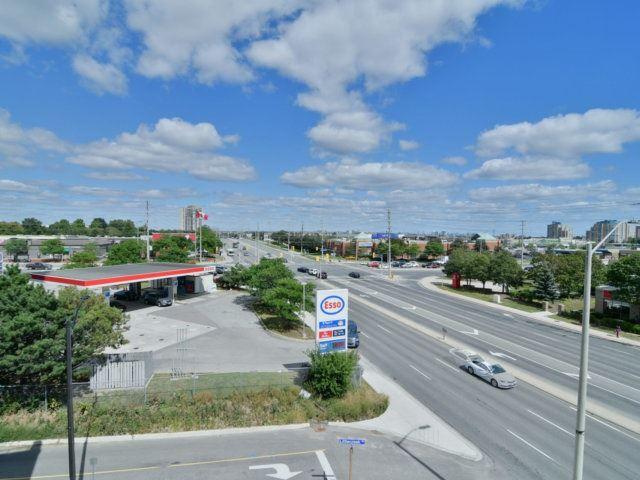 Condo Apartment at 55 Eglinton Ave, Unit 303, Mississauga, Ontario. Image 11