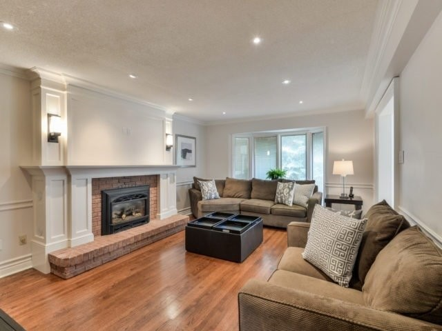 Detached at 4111 Tapestry Tr, Mississauga, Ontario. Image 3
