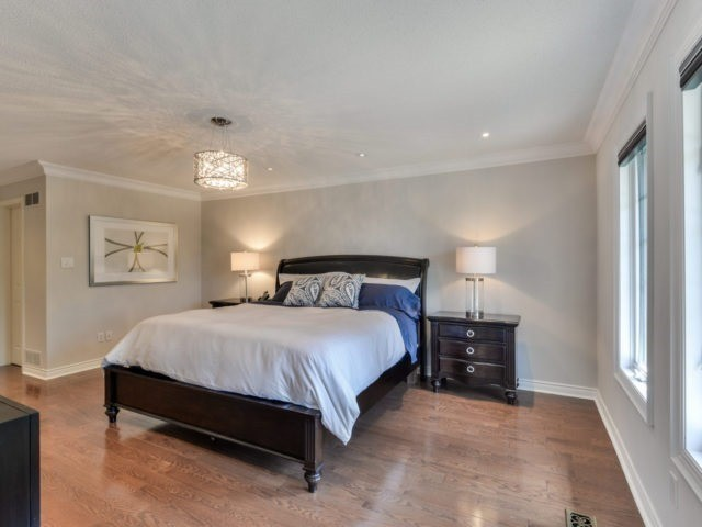 Detached at 4111 Tapestry Tr, Mississauga, Ontario. Image 4