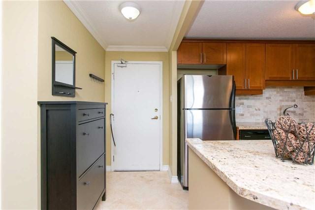 Condo Apartment at 2900 Battleford Rd, Unit 803, Mississauga, Ontario. Image 15
