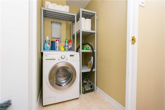 Condo Apartment at 2900 Battleford Rd, Unit 803, Mississauga, Ontario. Image 3