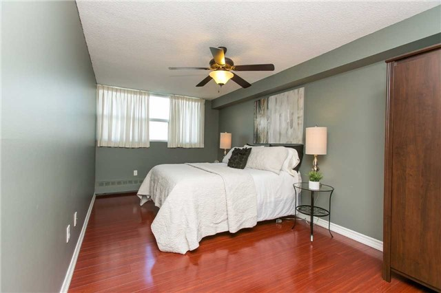 Condo Apartment at 2900 Battleford Rd, Unit 803, Mississauga, Ontario. Image 5