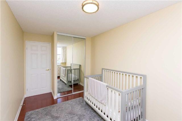 Condo Apartment at 2900 Battleford Rd, Unit 803, Mississauga, Ontario. Image 9