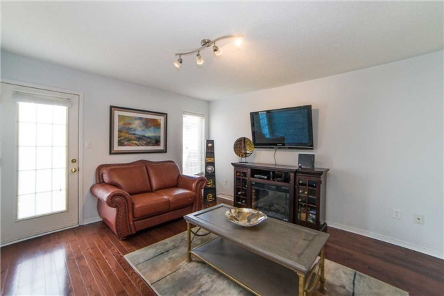 Semi-detached at 8 Capistro St, Brampton, Ontario. Image 12