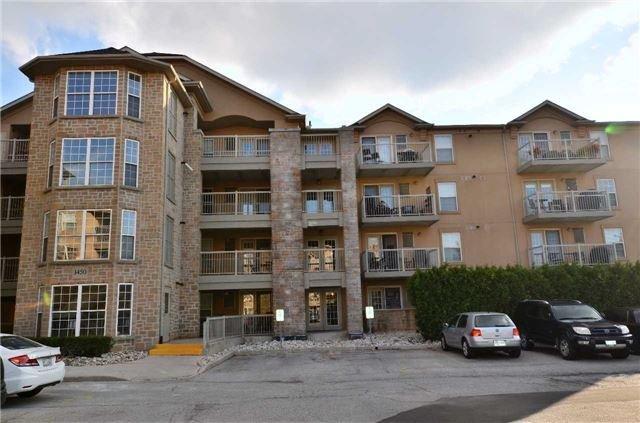 Condo Apartment at 1450 Bishops Gate, Unit 104, Oakville, Ontario. Image 3