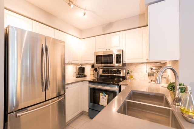 Condo Apartment at 2585 Erin Centre Blvd, Unit Ph4, Mississauga, Ontario. Image 16