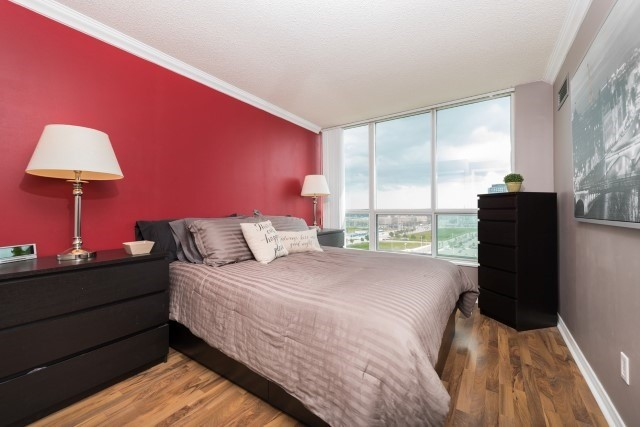 Condo Apartment at 2585 Erin Centre Blvd, Unit Ph4, Mississauga, Ontario. Image 4