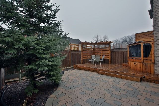 Townhouse at 2330 Wuthering Heights Way, Oakville, Ontario. Image 13