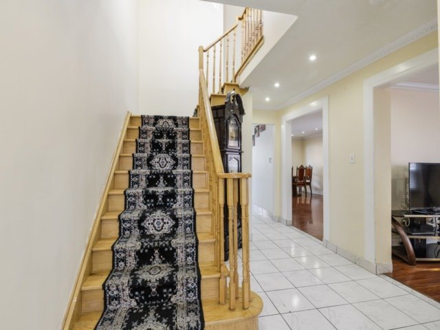 Detached at 179 Wexford Rd, Brampton, Ontario. Image 12