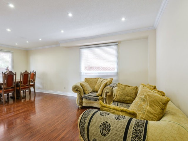 Detached at 179 Wexford Rd, Brampton, Ontario. Image 20