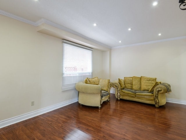 Detached at 179 Wexford Rd, Brampton, Ontario. Image 2