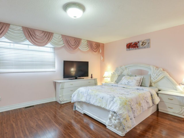 Detached at 179 Wexford Rd, Brampton, Ontario. Image 5
