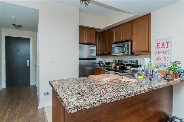 Condo Apartment at 60 Absolute Ave, Unit 3907, Mississauga, Ontario. Image 8