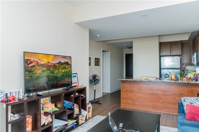 Condo Apartment at 60 Absolute Ave, Unit 3907, Mississauga, Ontario. Image 9