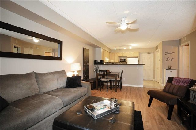 Condo Apartment at 1470 Bishops Gate, Unit 103, Oakville, Ontario. Image 15