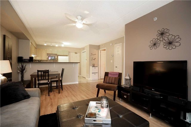 Condo Apartment at 1470 Bishops Gate, Unit 103, Oakville, Ontario. Image 16