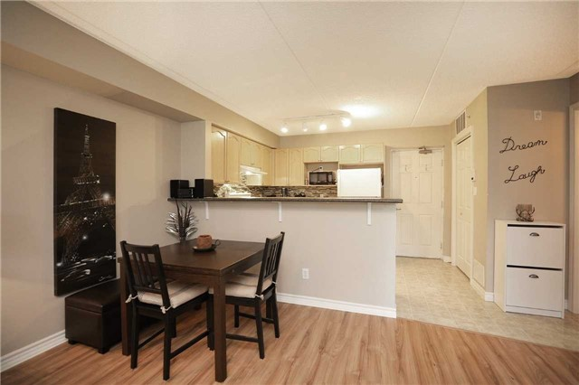 Condo Apartment at 1470 Bishops Gate, Unit 103, Oakville, Ontario. Image 17