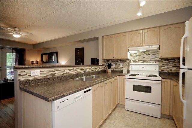 Condo Apartment at 1470 Bishops Gate, Unit 103, Oakville, Ontario. Image 18