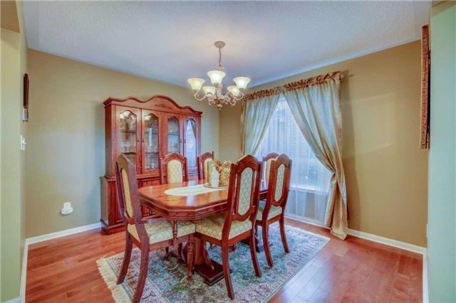 Detached at 979 Ferguson Dr, Milton, Ontario. Image 16