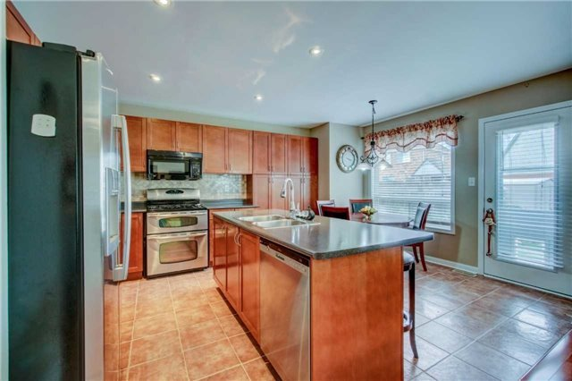 Detached at 979 Ferguson Dr, Milton, Ontario. Image 20