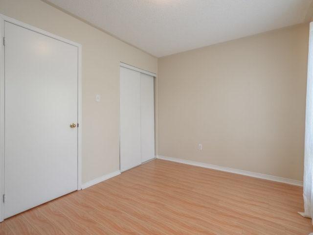 Condo Townhouse at 5865 Dalebrook Cres, Unit 36B, Mississauga, Ontario. Image 3