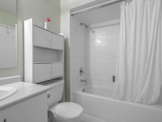 Condo Townhouse at 5865 Dalebrook Cres, Unit 36B, Mississauga, Ontario. Image 5