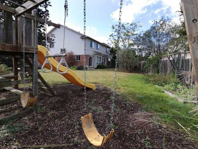 Detached at 1387 Hill St, Milton, Ontario. Image 14