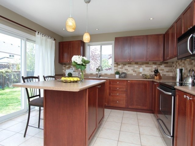 Detached at 1387 Hill St, Milton, Ontario. Image 16