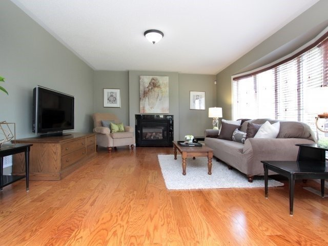 Detached at 1387 Hill St, Milton, Ontario. Image 4