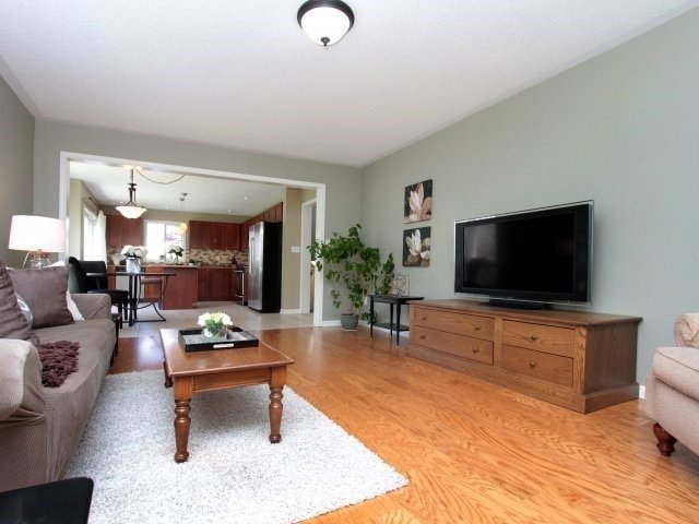 Detached at 1387 Hill St, Milton, Ontario. Image 5