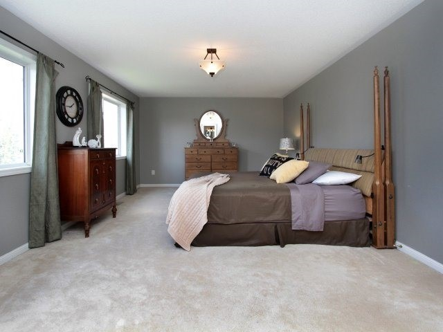 Detached at 1387 Hill St, Milton, Ontario. Image 6