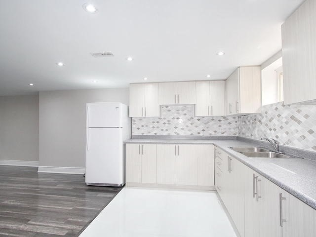 Detached at 86 Silverhill Dr, Toronto, Ontario. Image 6