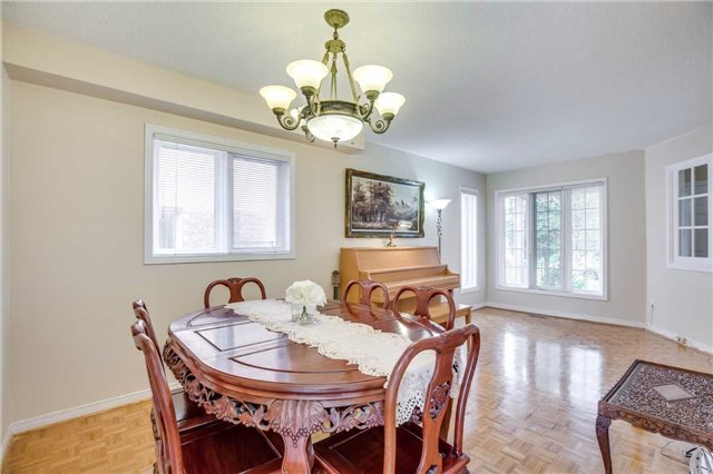 Semi-detached at 5616 Palmerston Cres, Mississauga, Ontario. Image 12