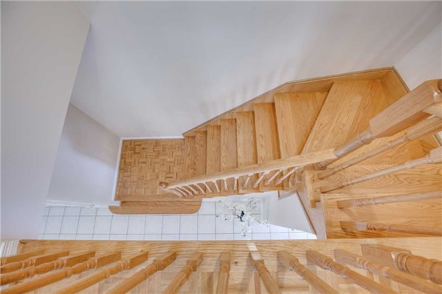 Semi-detached at 5616 Palmerston Cres, Mississauga, Ontario. Image 2