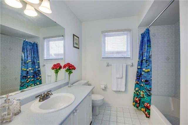 Semi-detached at 5616 Palmerston Cres, Mississauga, Ontario. Image 7