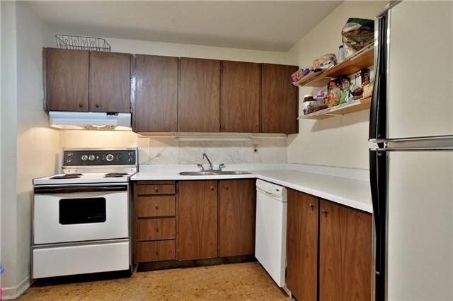 Condo Apartment at 2323 Confederation Pkwy, Unit Ph5, Mississauga, Ontario. Image 10