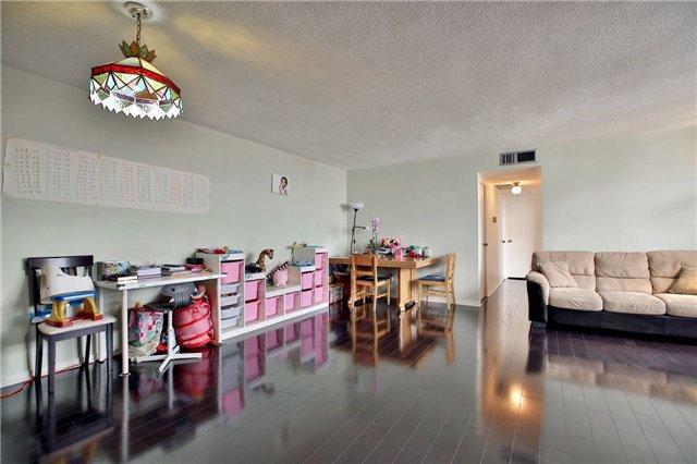 Condo Apartment at 2323 Confederation Pkwy, Unit Ph5, Mississauga, Ontario. Image 11