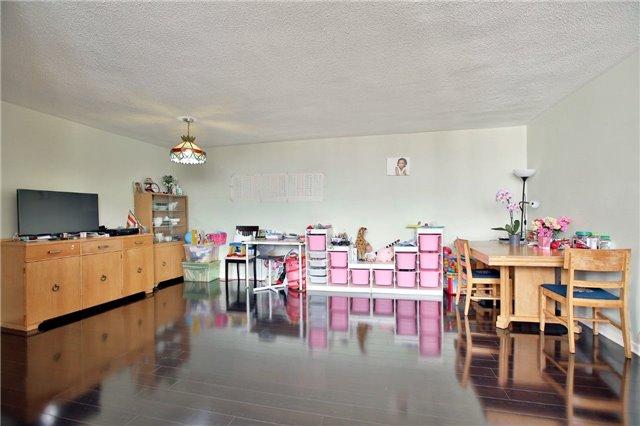 Condo Apartment at 2323 Confederation Pkwy, Unit Ph5, Mississauga, Ontario. Image 12